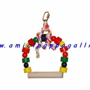gioco altalena in legno colorata, per far giocare i pappagallini, le cocorite, i canarini, con posatoio