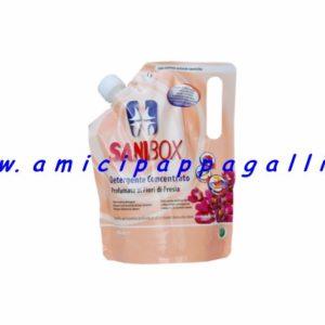 sanibox profumato ai fiori di fresia, per detergere e pulire i pavimenti delle case e dove soggiornano gli animali